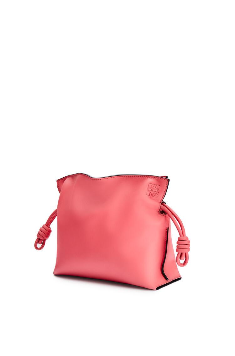 LOEWE Miniclutch Flamenco en piel de ternera napa Rosa Coral pdp_rd