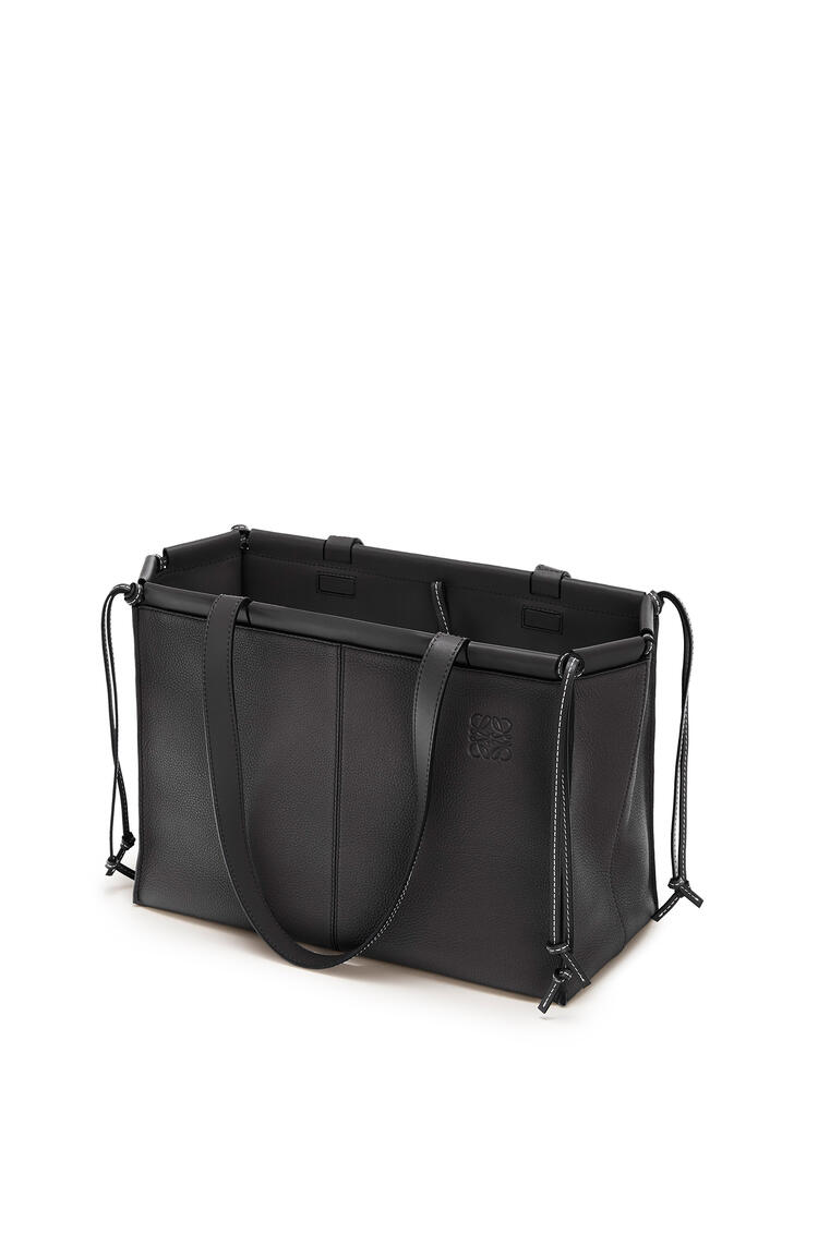 LOEWE Bolso tote Cushion pequeño en piel de ternera con grano pequeño Negro pdp_rd