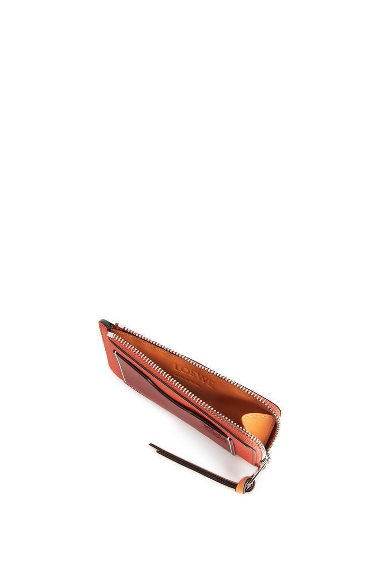 LOEWE Monedero y tarjetero en  piel de ternera con grano suave Coral/Albaricoque Suave pdp_rd
