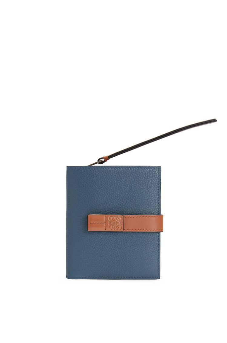LOEWE Cartera compacta en piel de ternera suave con grano suave Azul Acero/Bronceado pdp_rd