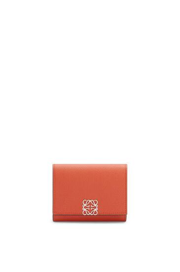 LOEWE Anagram square coin cardholder in pebble grain calfskin Pumpkin pdp_rd