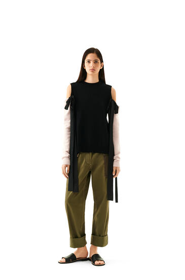 LOEWE Off shoulder sweater bow in cashmere Black/Baby Pink pdp_rd