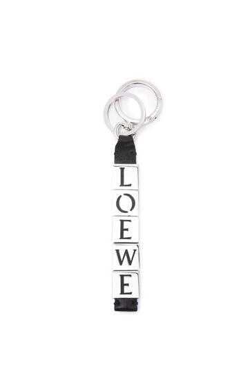 LOEWE LOEWE charm in calfskin and metal Black pdp_rd