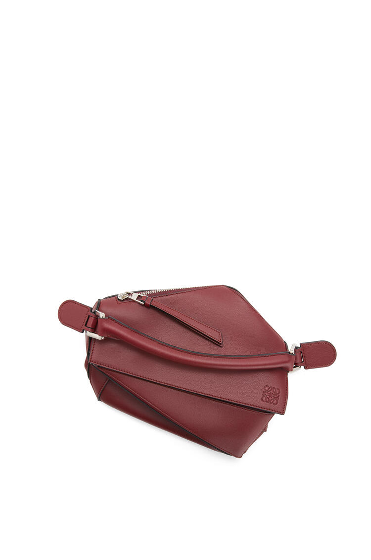 LOEWE Small Puzzle bag in classic calfskin Berry pdp_rd