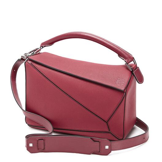 LOEWE Puzzle Bag Raspberry front