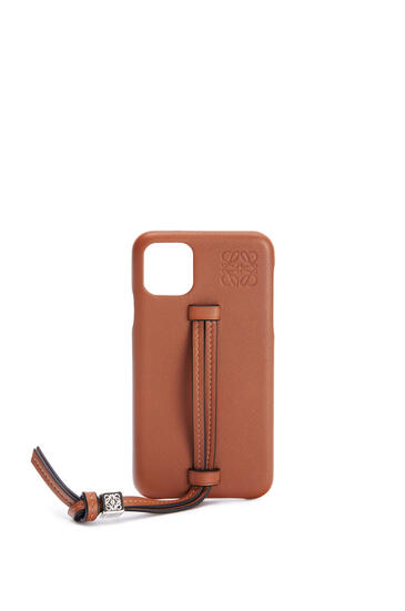 LOEWE Handle cover for iPhone 11 in classic calfskin Tan pdp_rd