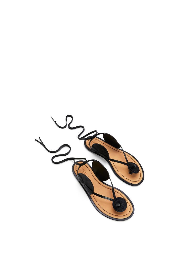 LOEWE Sandalia en piel de ternera con disco Negro pdp_rd