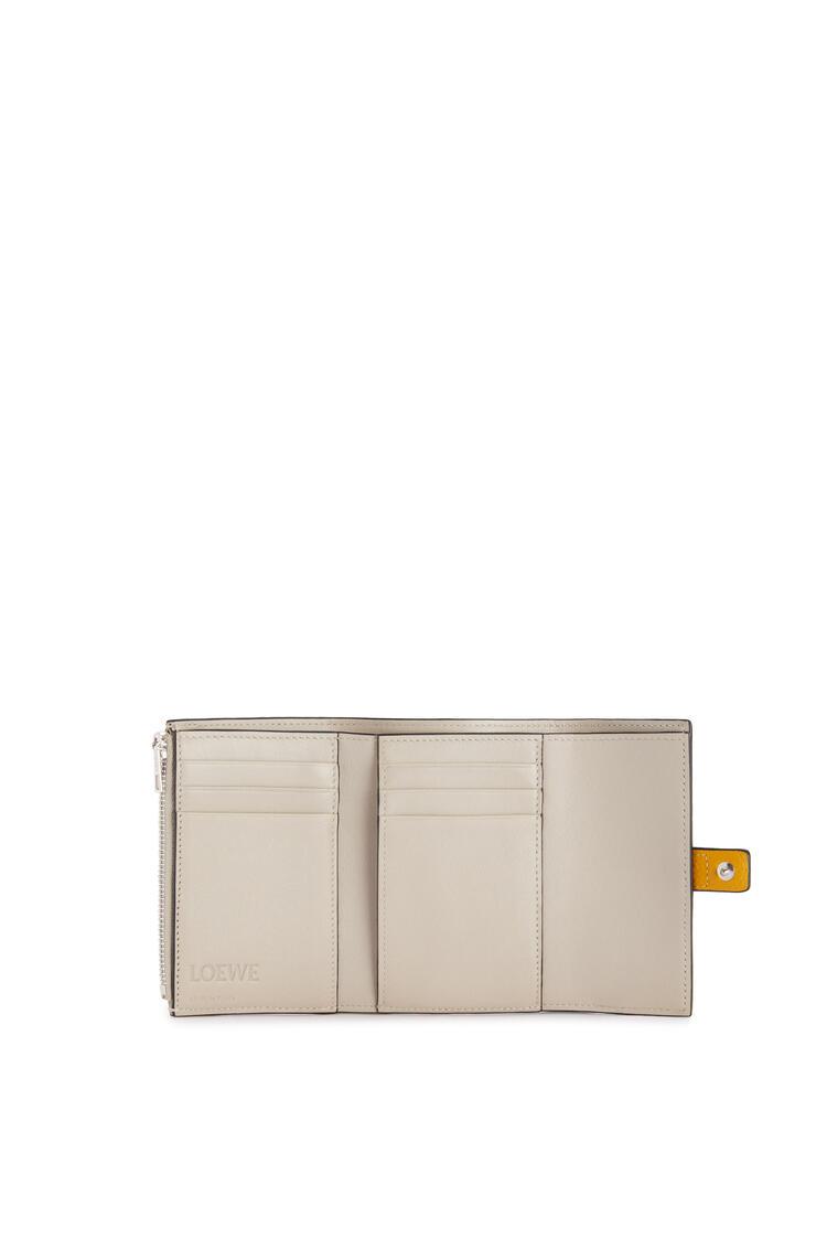 LOEWE Cartera vertical pequeña en piel de ternera con grano suave Amarillo Narciso/Pecan pdp_rd