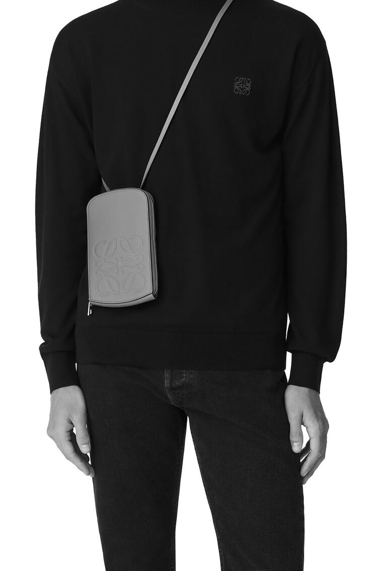 LOEWE Brand multi-functional case in smooth calfskin Black pdp_rd
