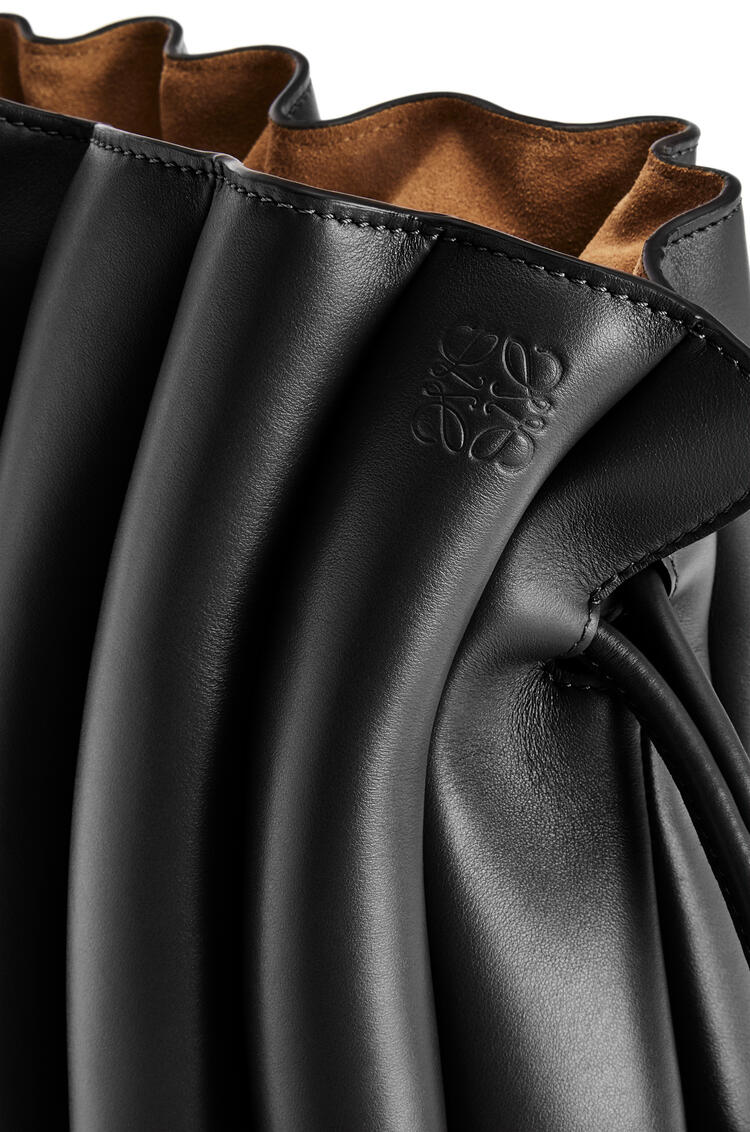 LOEWE Flamenco Ondas clutch bag in smooth calfskin Black pdp_rd