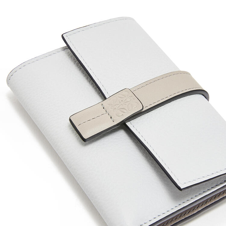LOEWE Small vertical wallet in soft grained calfskin Kaolin/Ghost pdp_rd