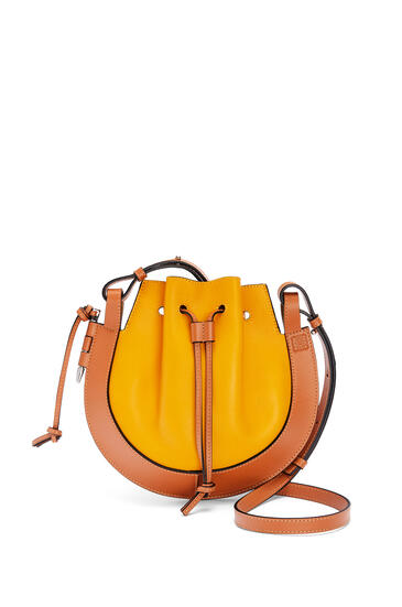 LOEWE 小号纳帕皮和牛皮革 Horseshoe 手袋 Narcisus Yellow/Tan pdp_rd