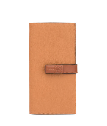 LOEWE Large Vertical Wallet Light Caramel/Pecan front