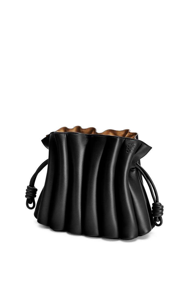 LOEWE Clutch Flamenco Ondas en piel de ternera lisa Negro pdp_rd