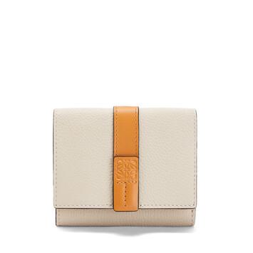 LOEWE Trifold Wallet Avena Claro/Miel front