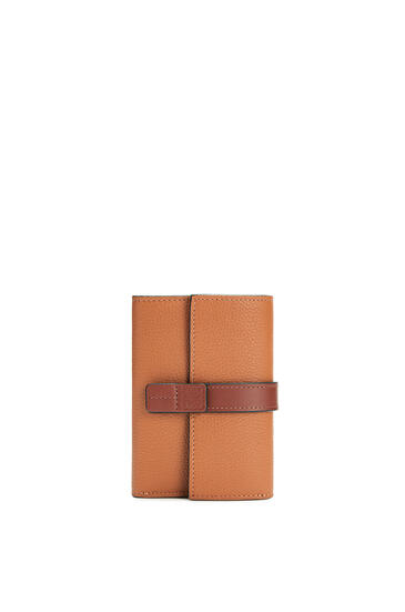 LOEWE Small vertical wallet in soft grained calfskin Light Caramel/Pecan pdp_rd