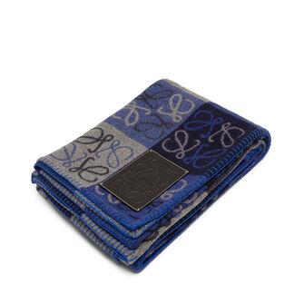 LOEWE 180X220 アナグラム ブランケット Blue Multitone/Black front