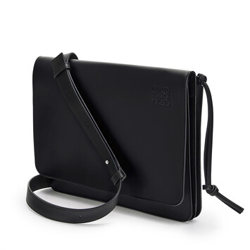LOEWE Gusset Flat Messenger Bag ブラック front