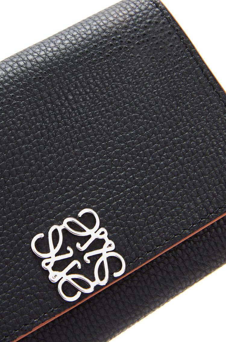 LOEWE Anagram wallet on chain in pebble grain calfskin Black pdp_rd