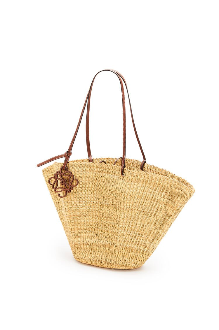 LOEWE Shell Basket bag in elephant grass and calfskin Natural/Pecan pdp_rd