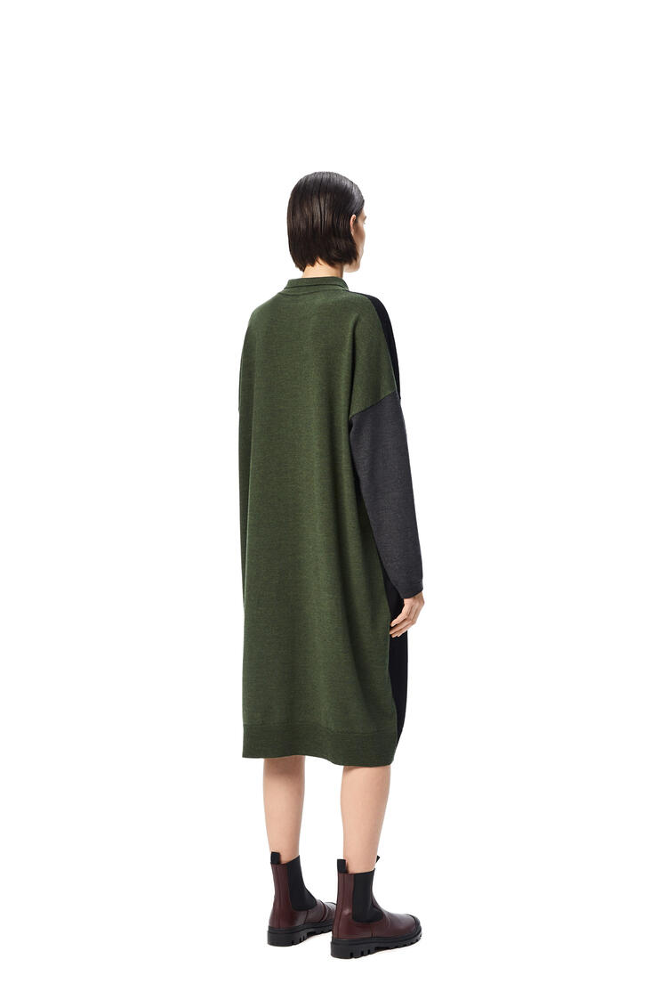LOEWE Vestido oversize en lana y Anagrama bordado Negro/Verde Kaki pdp_rd