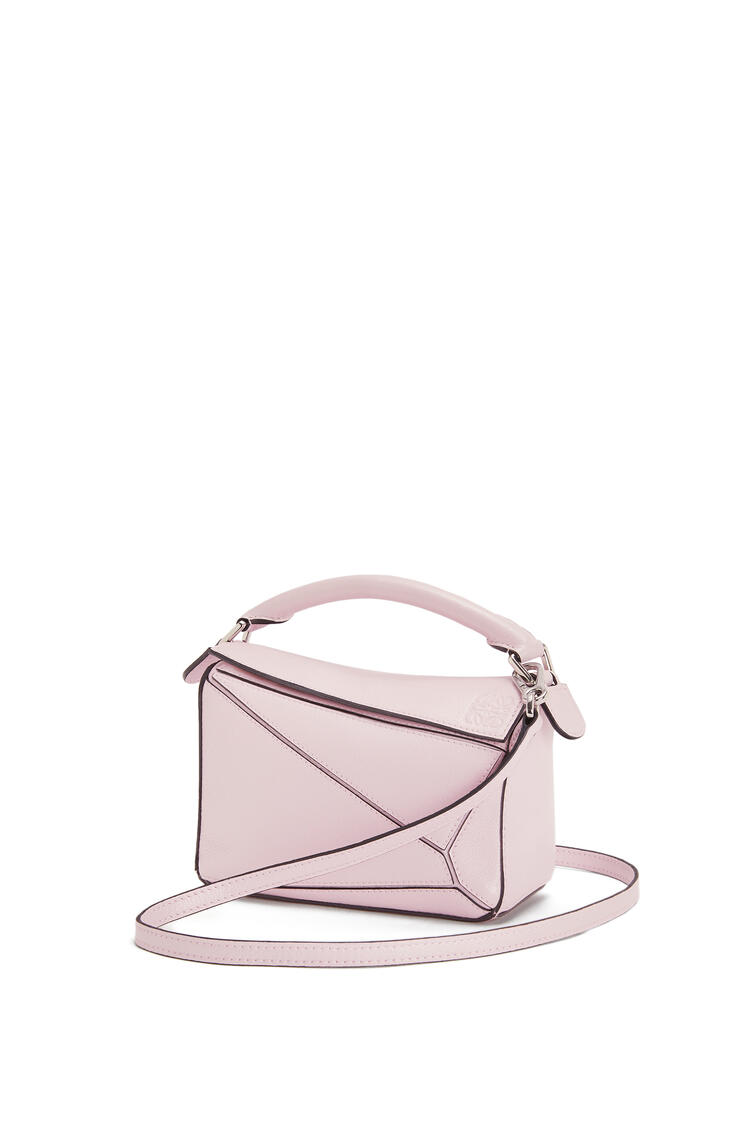 LOEWE Mini Puzzle bag in pearlized calfskin Icy Pink pdp_rd