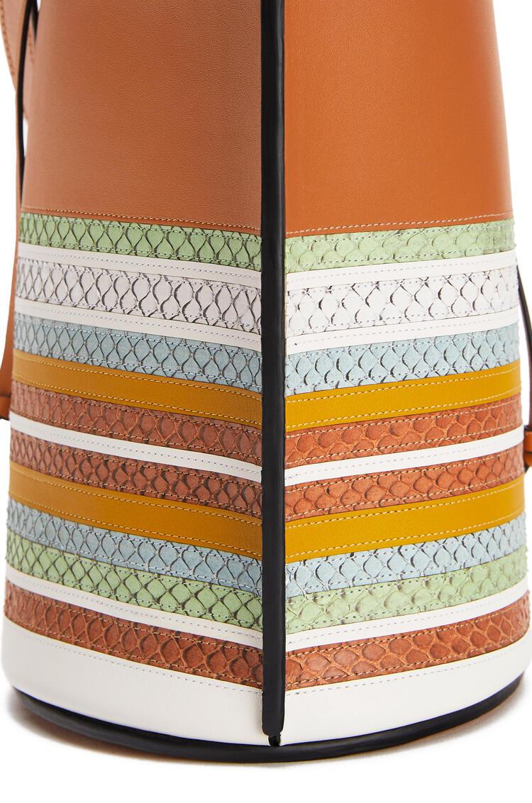 LOEWE Gate Bucket Handle Bag In Calfskin And Snakeskin Honey/Multicolor pdp_rd