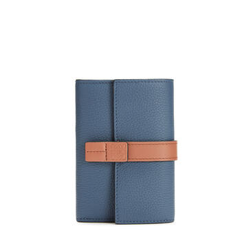 LOEWE 小号柔软粒面牛皮革垂直钱包 Steel Blue/Tan pdp_rd