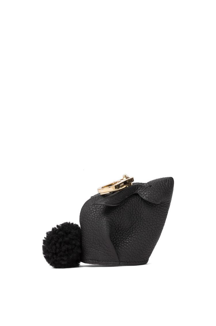 LOEWE Charm Bunny en piel de ternera de grano suave Negro pdp_rd