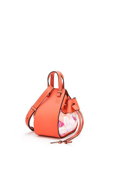 LOEWE Mini Hammock drawstring bag in calfskin and printed canvas Grapefruit/Salmon pdp_rd