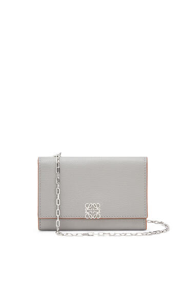LOEWE Anagram wallet on chain in pebble grain calfskin Smoke pdp_rd