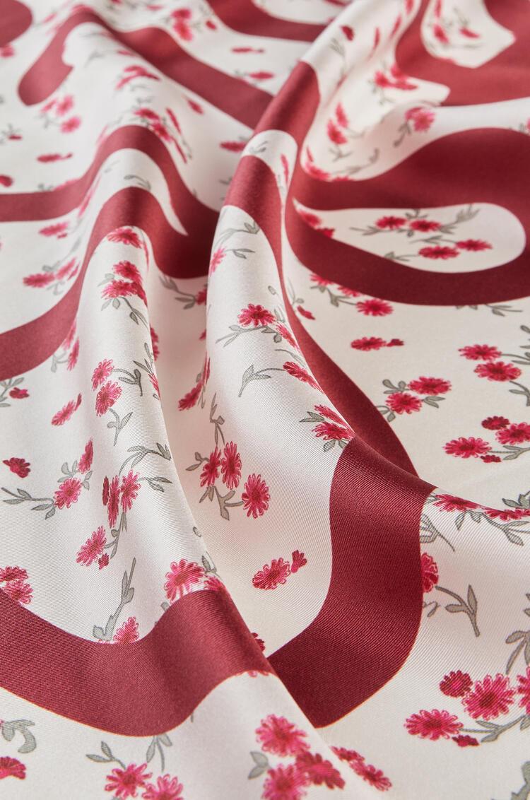 LOEWE Bufanda De 90 X 90 Cm En Seda Con Flores Rojo pdp_rd