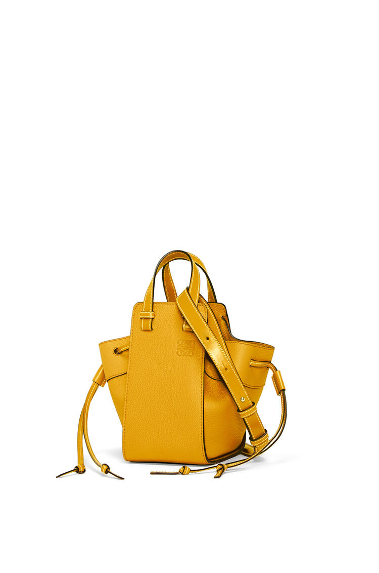 LOEWE 迷你柔软粒面牛皮革 Hammock 抽绳袋 narcisus yellow pdp_rd