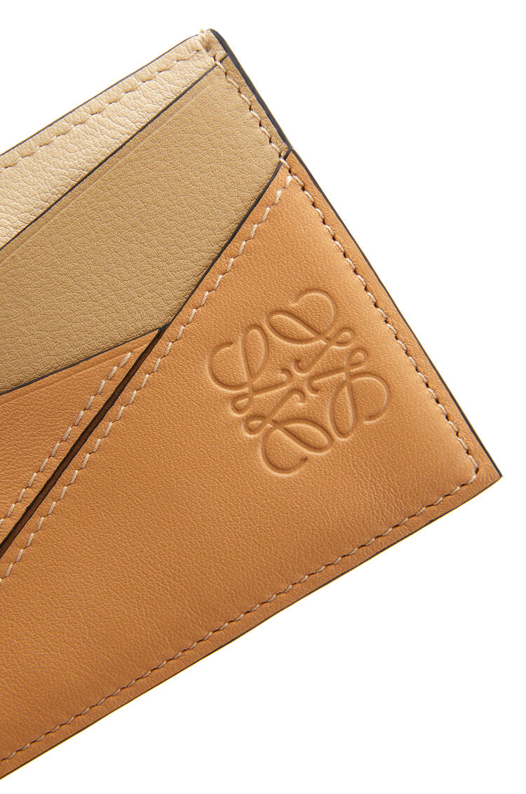 LOEWE Puzzle plain cardholder in classic calfskin Dune/Vanilla pdp_rd