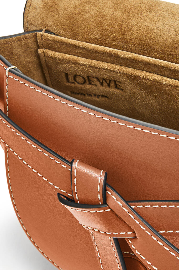 LOEWE Gate bumbag in soft calfskin Tan pdp_rd