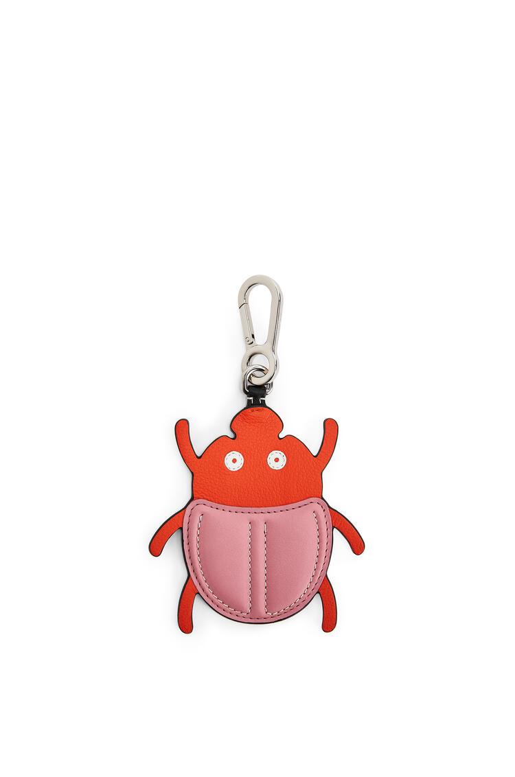 LOEWE Beetle charm in calfskin Pink/Orange pdp_rd