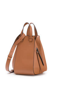 LOEWE Medium Hammock bag in classifc calfskin Tan pdp_rd