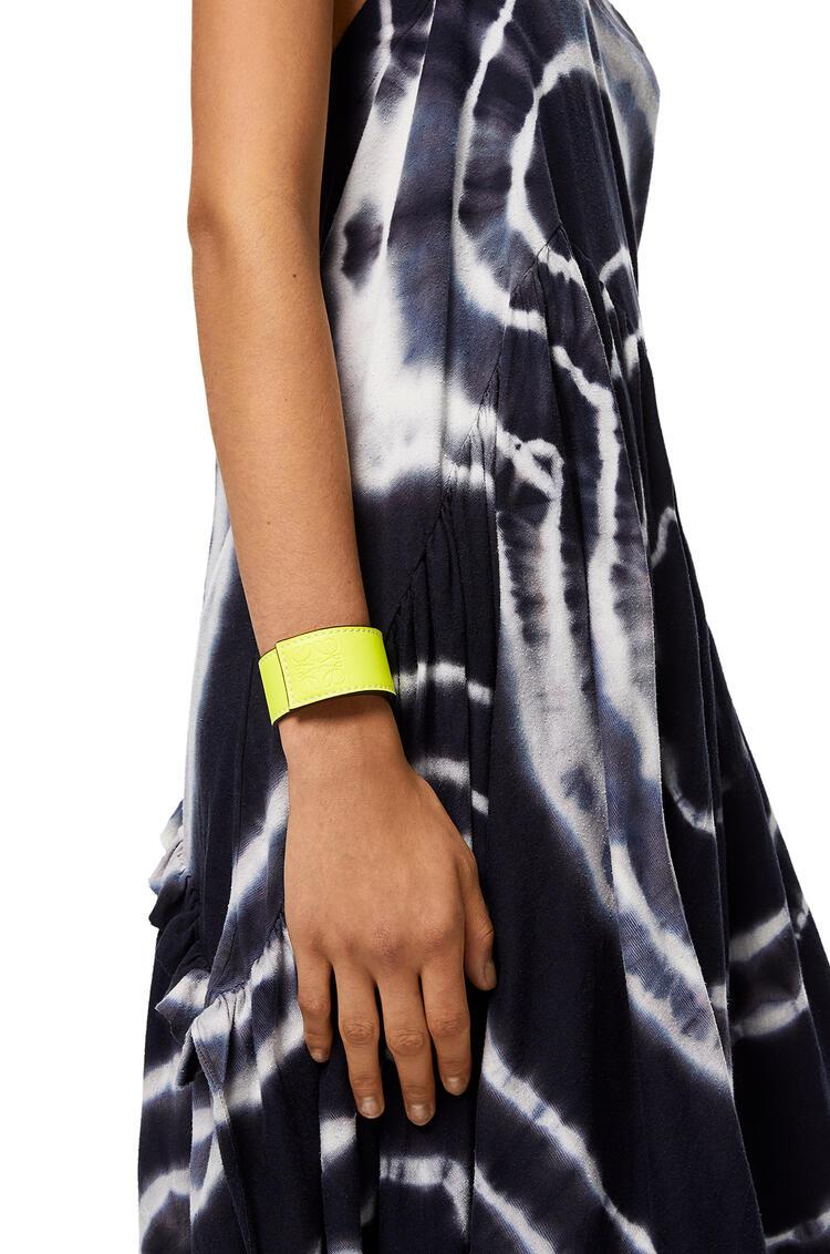 LOEWE Small Slap Bracelet In Classic Calfskin Neon Yellow pdp_rd