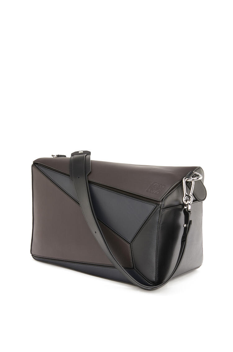 LOEWE XL Puzzle bag in natural calfskin Carbon/Deep Blue pdp_rd