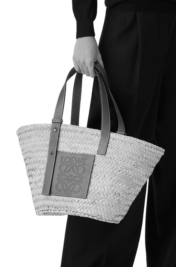 LOEWE Basket bag in palm leaf and calfskin Natural/White pdp_rd