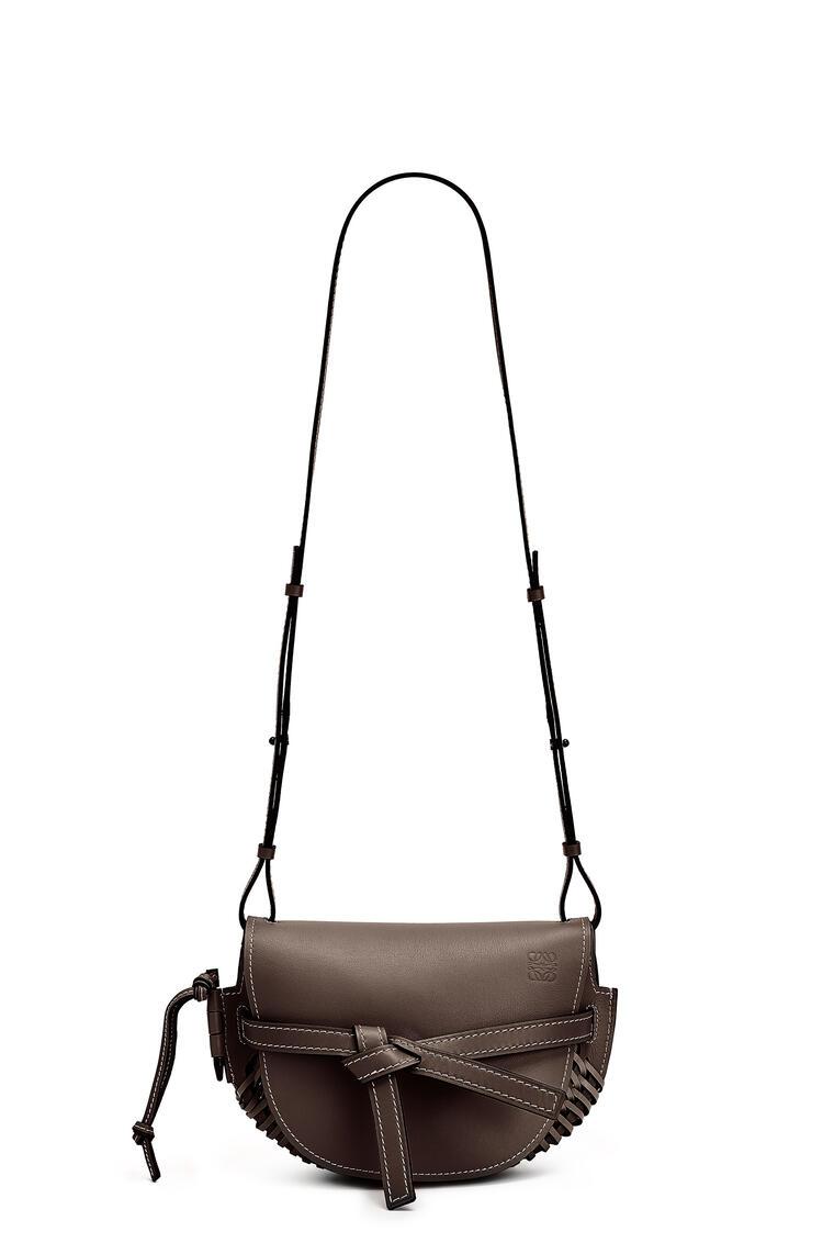 LOEWE Small Gate Bag In Woven Soft Calfskin Chestnut pdp_rd