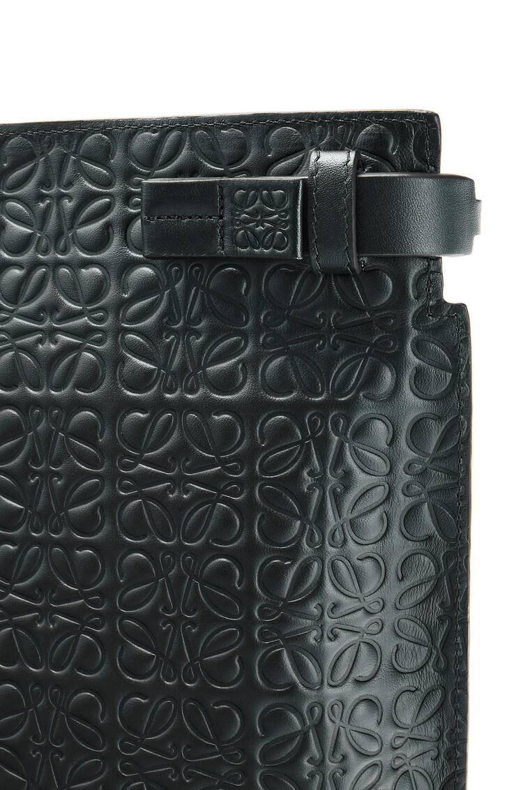 LOEWE T Pouch in calfskin Black pdp_rd
