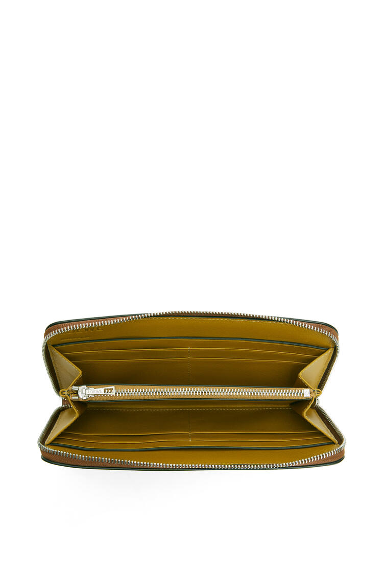 LOEWE Zip around wallet in classic calfskin Tan/Ochre pdp_rd
