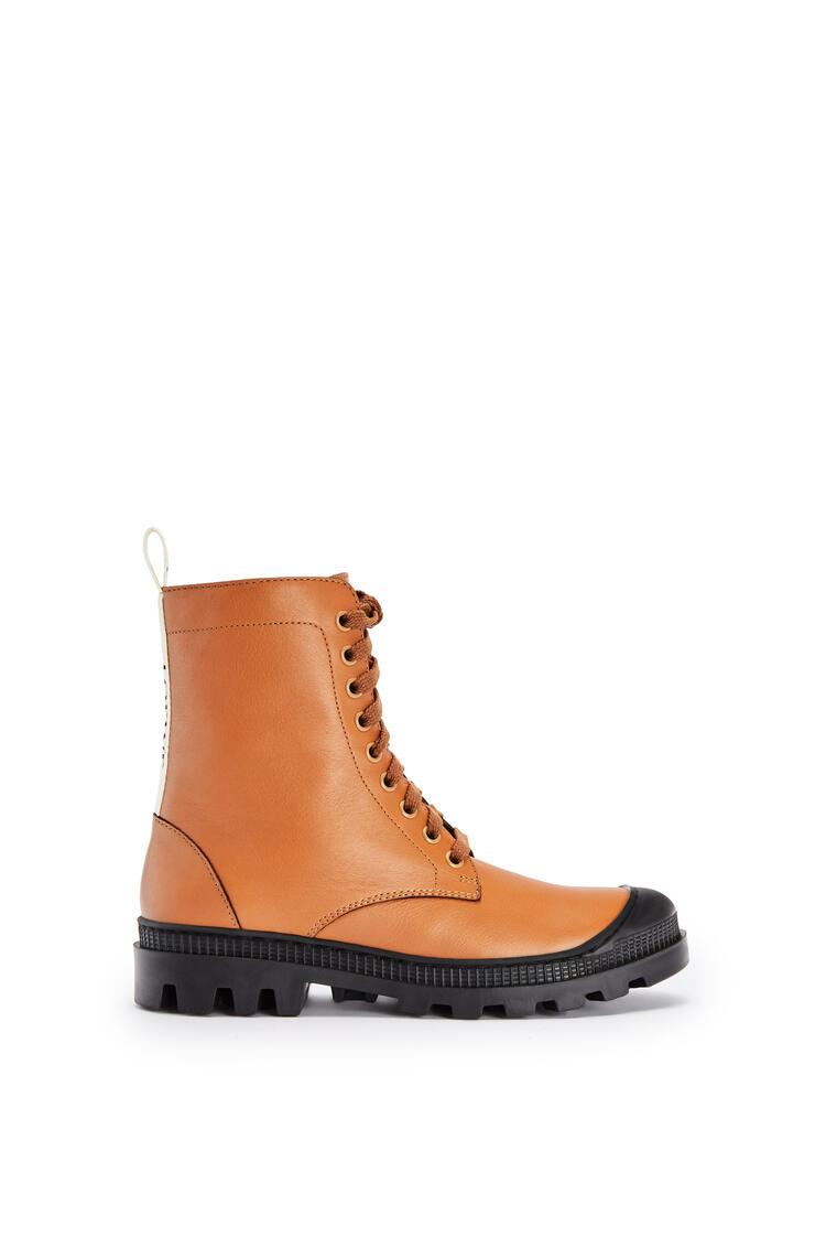 LOEWE Combat boot in calfskin Tan pdp_rd