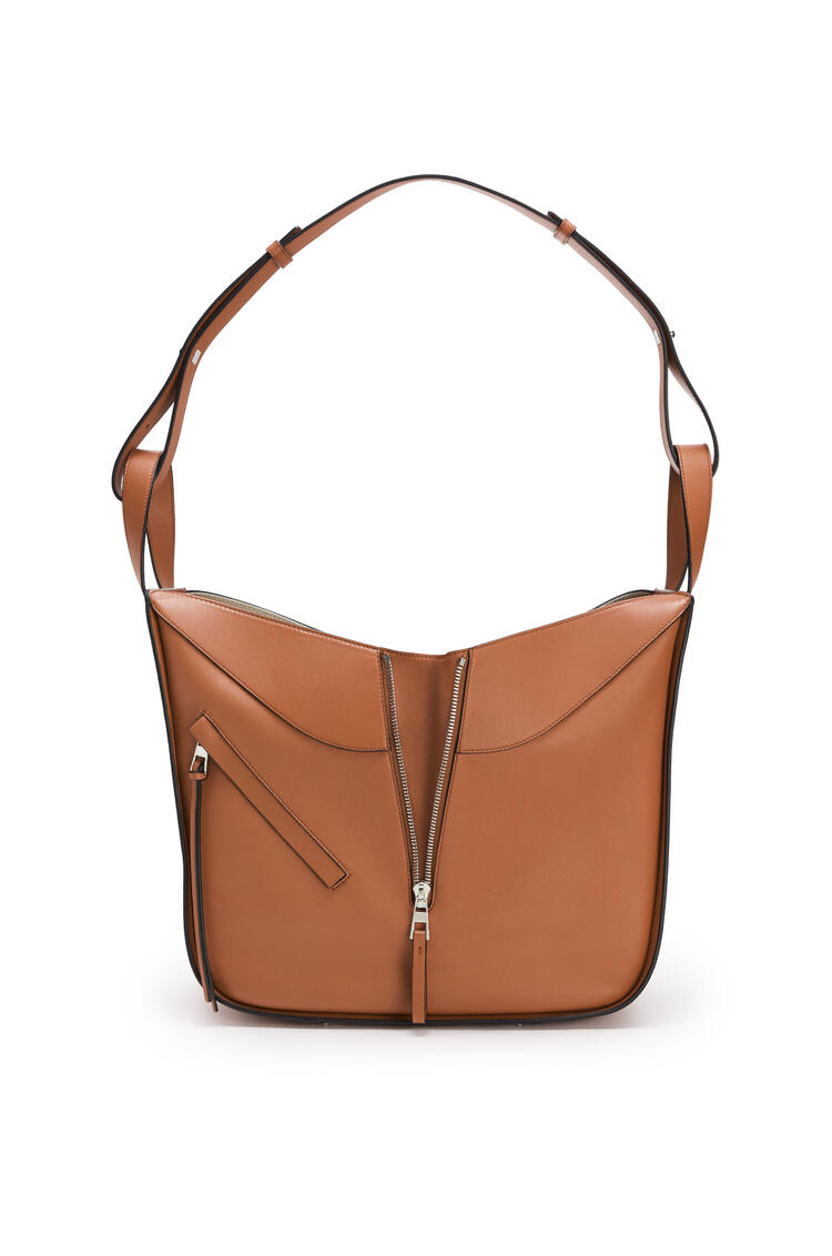 LOEWE Medium Hammock bag in classifc calfskin 棕褐 pdp_rd