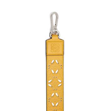 LOEWE Bandolera Perforada Amarillo Mango front