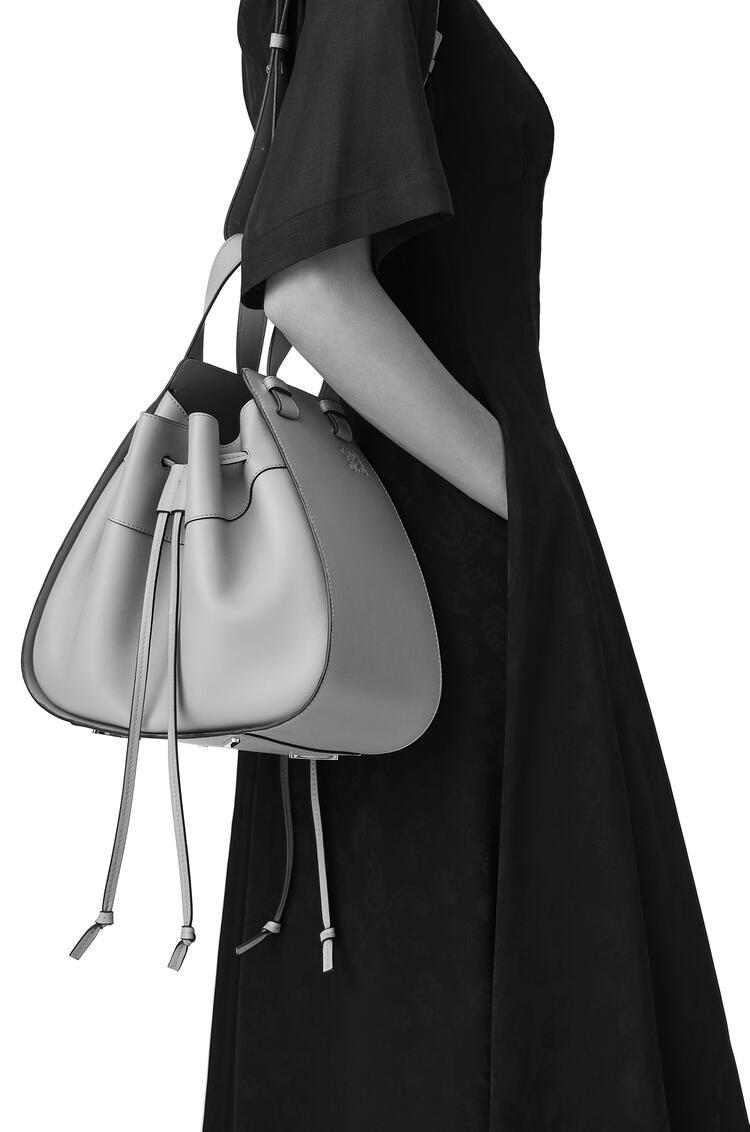LOEWE Hammock Drawstring bag in soft grained calfskin Light Caramel pdp_rd