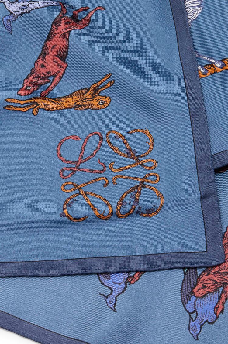 LOEWE 字母絲質圍巾(90x90公分) 藍色 pdp_rd