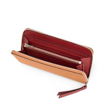 LOEWE Zip Around Wallet Light Caramel/Pecan front
