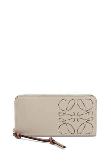 LOEWE Zip Around Wallet In Classic Calfskin Light Oat/Tan pdp_rd